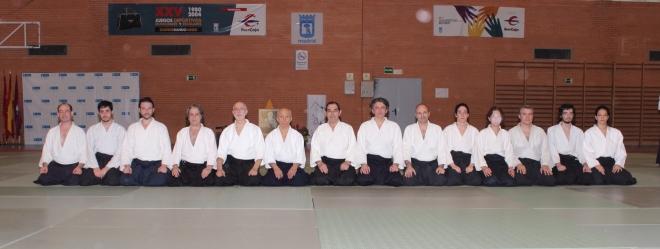 Junto con Osawa Shihan y Tomás Sánchez Shihan, miembros de los grupos de Aikido de Zaragoza y Alicante, con los maestro José Mª Martínez y Fidel Pérez