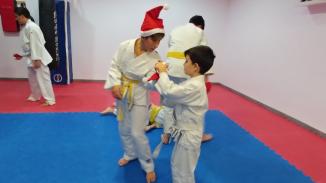 aikido-kids-infantil-y-juvenil-entrenamiento-navideno-2016-defensa-personal-aikido-aikikai-san-vicente-del-raspeig-al_58